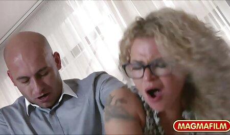 Morena cachonda con grandes tetas chupa y folla videos de sexo amateur como un profesional